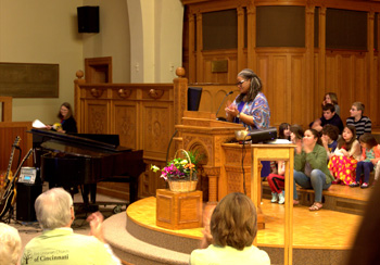 Rev. Connie addresses the congregation after it voted unanimously to select her as minister, April 29, 2018. (Photo: Susan West)